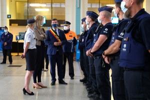 La ministre Annelies Verlinden visite les renforts de la Police fédérale déployés à la côte