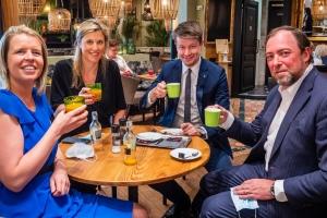 Minister Annelies Verlinden en Matthias De Caluwe bezoeken horecazaak in Wijnegem Shop Eat Enjoy